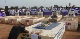 Receuillement au cimetière de Dagneon le 15 10 2011. Photo Burkina 24.